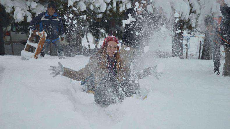 La temporada de invierno en Sierra Colorada quedó inaugurada con 40 centímetros de nieve para que pueda disfrutar la familia.