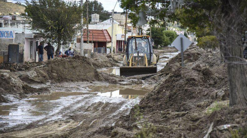 La tarea de retiro de lodo de las calles demandó un presupuesto de más de 60 millones de pesos.