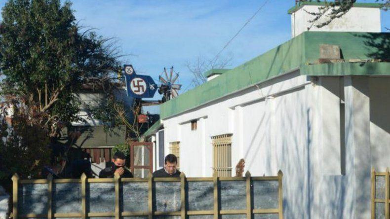 Encuentran artículos con simbología nazi en una casa de Córdoba
