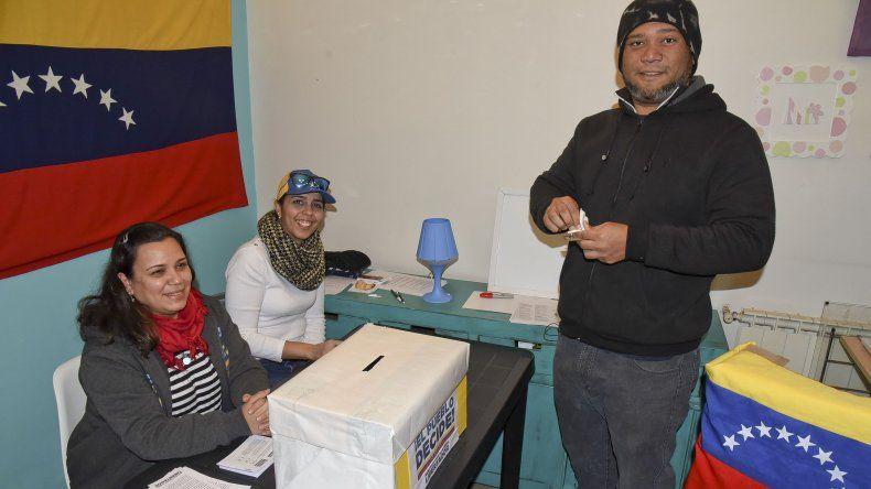 Un total de 82 venezolanos respondieron la consulta popular en Comodoro Rivadavia. La iniciativa es impulsada por la oposición al gobierno de Nicolás Maduro.