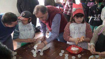 El intendente Carlos Linares visitó el CPB del 30 de Octubre donde se realizan los talleres recreativos.