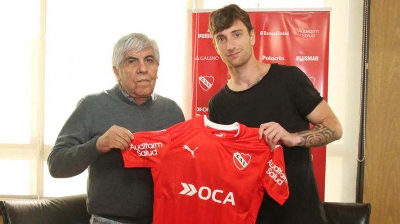 Fernando Amorebieta y el presidente de Independiente