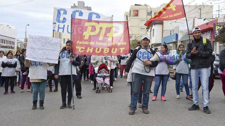 La Corriente Clasista Combativa se movilizó por el centro de esta ciudad y realizó una olla popular para repudiar las políticas que impulsa el Gobierno nacional.