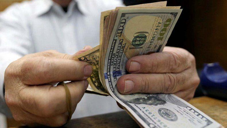 El dólar volvió a subir y alcanzó un nuevo récord de $17