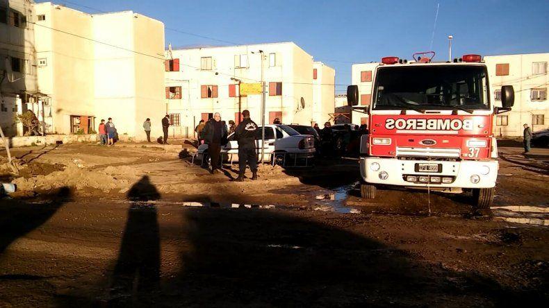 Rescataron a dos personas de un incendio en las 1008 Viviendas