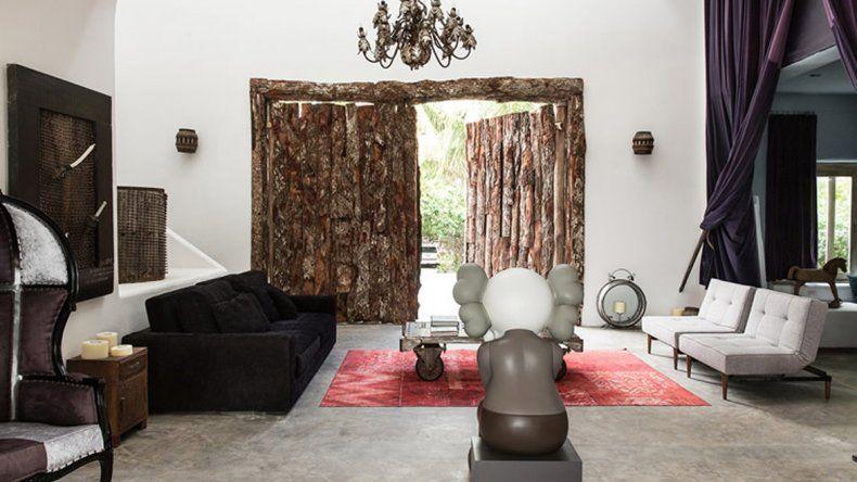 El hotel mantiene detalles lujosos con algunos rústicos y dedica grandes espacios a finas obras de arte.