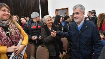 Das Neves entregó 26 viviendas y equipamiento a emprendedores