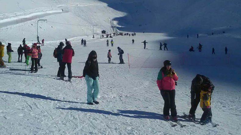 El Centro de Actividades de Montaña La Hoya registra una importante ocupación de sus pistas en lo que va de la temporada invernal.