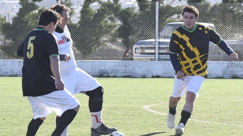 San Pablo y Abel Amaya empataron 2-2 ayer en cancha de Huracán por la primera fecha del torneo de la categoría Master.