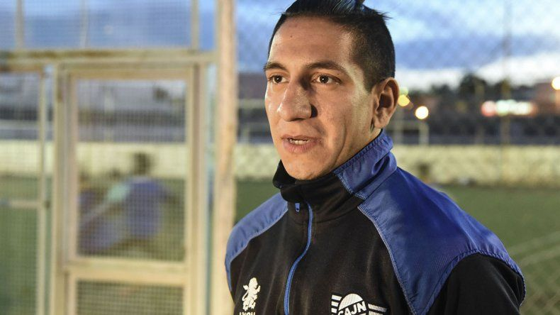 Lucas Sergi volvió para sumar en Jorge Newbery. En el debut aportó dos goles en Caleta Olivia.
