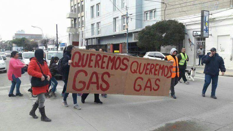 Vecinos de km 14 hace diez años que reclaman por la red de gas