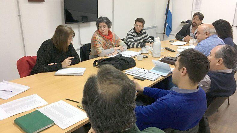 El encuentro entre vecinos de Caleta Córdova y funcionarios de la Secretaría de Pesca se realizó en el Concejo Deliberante