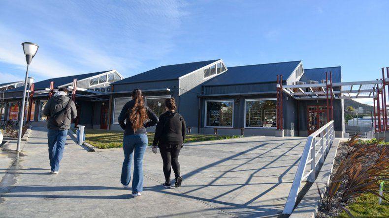Triax Go abrió sus puertas ayer en Kilómetro 3 ofreciendo las mejores marcas en ropa e indumentaria deportiva.