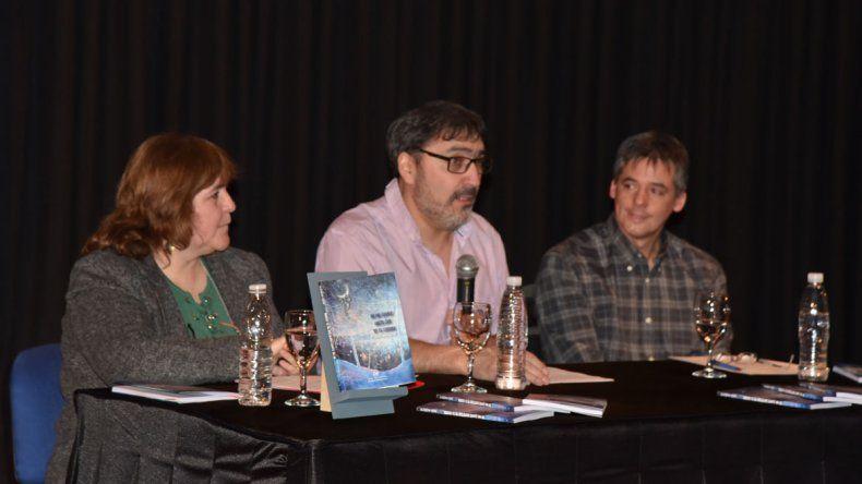 El investigador y poeta Raúl Muriete ayer presentó su libro: No me llames hasta que yo te escriba.