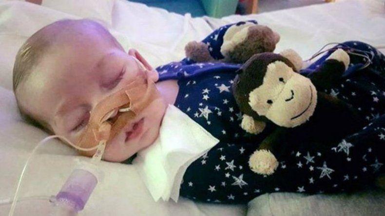 Murió Charlie, el bebé que la Justicia británica ordenó desconectar
