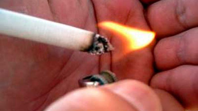 Se negó a convidar cigarrillos y recibió un puntazo