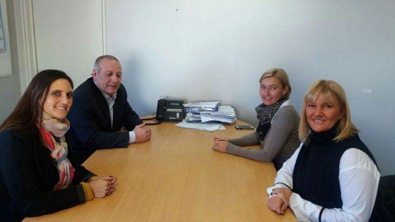 El encuentro entre autoridades provinciales de Salud y representantes de la Facultad de Ciencias Naturales.