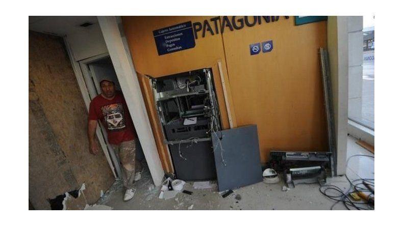 Delincuentes intentaron robar un cajero haciéndolo explotar con gas