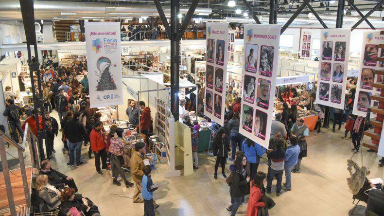 El público acompañó en forma masiva las actividades de ayer en los distintos escenarios de la Feria del Libro.