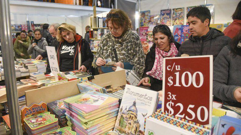 Feria del Libro: Manzanel ofreció un relato marcado por los vaivenes del fútbol y la vida