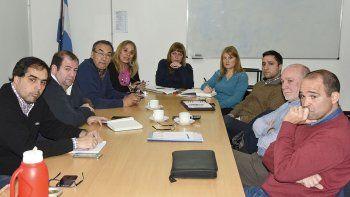Los técnicos de Transpa, Energía del Sur y la SCPL se reunieron ayer con concejales de todos los bloques.