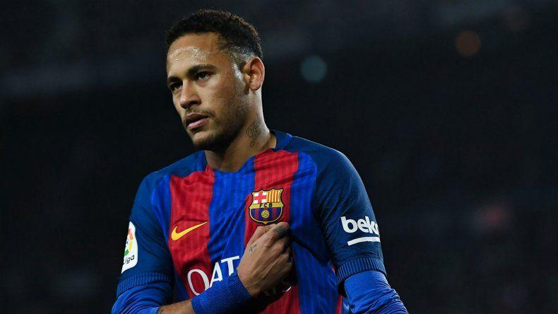 El brasileño Neymar se va de Barcelona y jugará en el PSG.