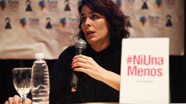 La periodista Paula Rodríguez presentó su libro Ni Una Menos en el marco de una jornada dedicada al género en la Feria del Libro.