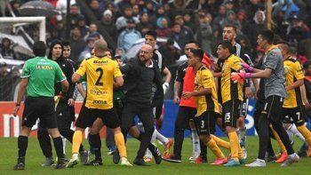 El polémico Riestra consumó su ascenso a la Primera B Nacional