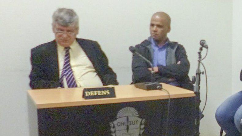 Waldermar Ferreira junto a su abogado defensor durante una de las audiencias por la causa en la que finalmente fue sobreseido.