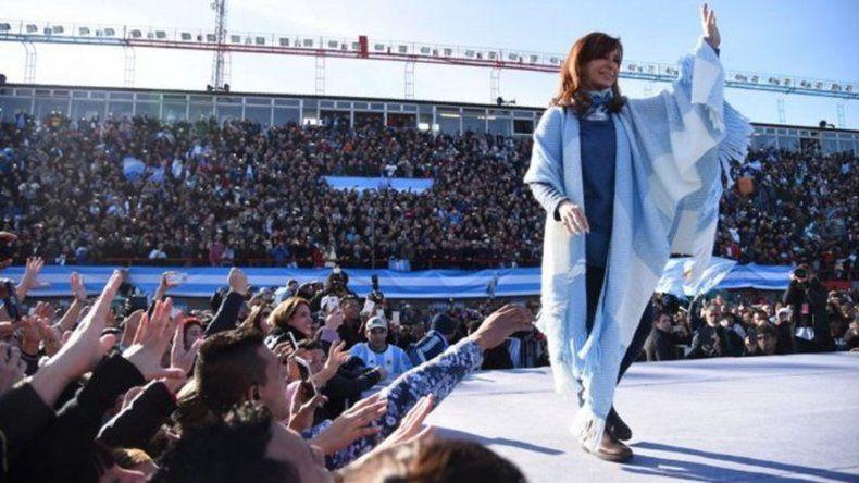 Cristina relanzará su campaña mañana en el Club Atenas de La Plata