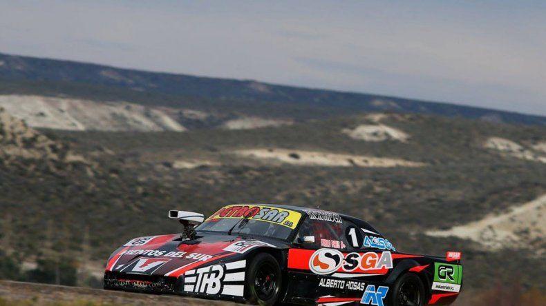 Pablo Pires se impuso ayer en la final del TC Austral que se corrió en el autódromo Mar y Valle de Trelew.