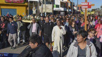 Cientos de personas acompañaron la procesión por la celebración de San Cayetano, el patrono del trabajo.