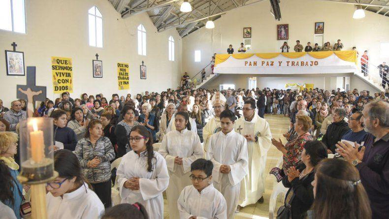 Cientos de comodorenses le elevaron plegarias a San Cayetano