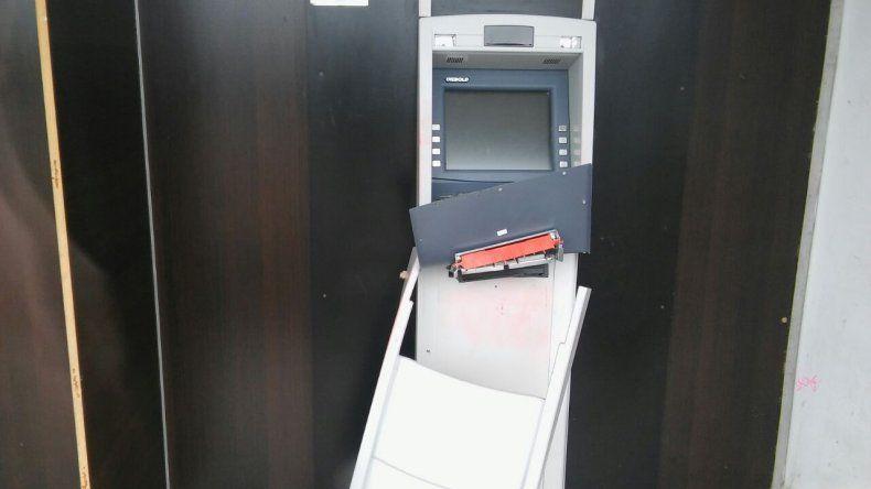 Con barreta intentaron robar en un cajero automático