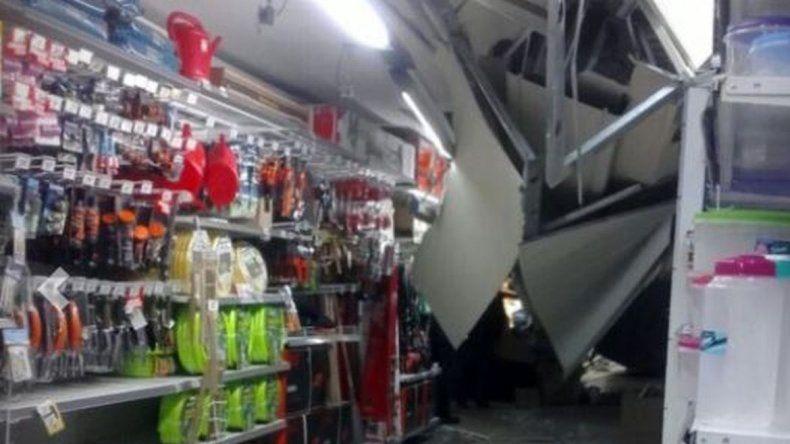 Pánico por el derrumbe del techo de un supermercado