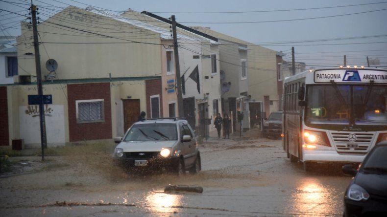 Defensa Civil estima entre 10 y 15 milímetros de acumulación de lluvia