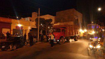 Un camión se quedó sin frenos y chocó a dos vehículos en la Rivadavia