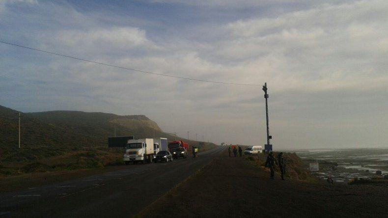 Municipales cortan Ruta 3 en el acceso norte a Caleta