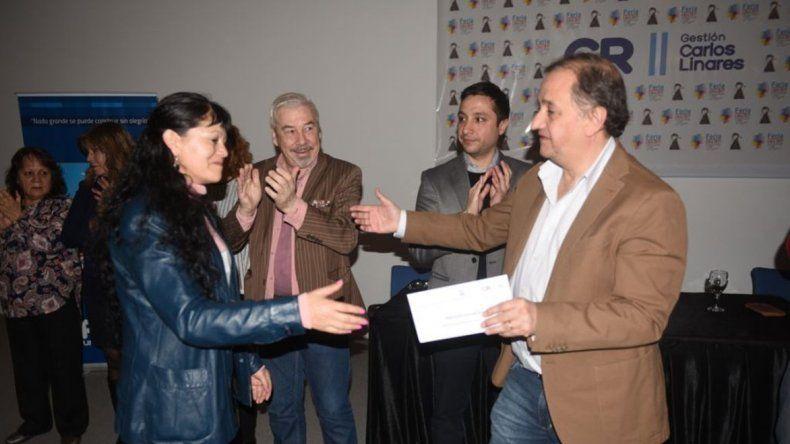 El municipios entregó aportes del FAEM a escuelas y cooperadoras escolares.