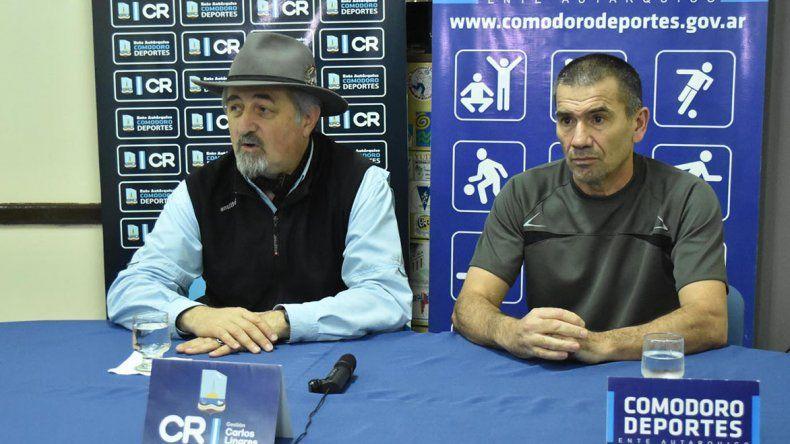 Othar Macharashvilli junto a Mario Sosa durante la presentación de la tercera fecha del Campeonato Regional de Duatlón.