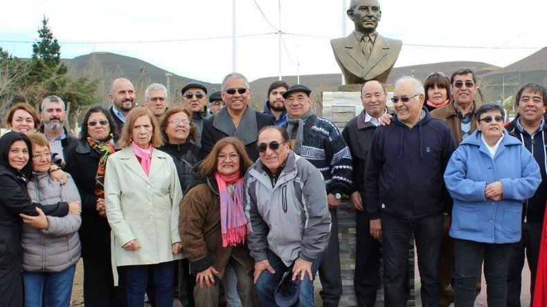 Los habitantes del barrio Gas del Estado que se reunieron en la plaza