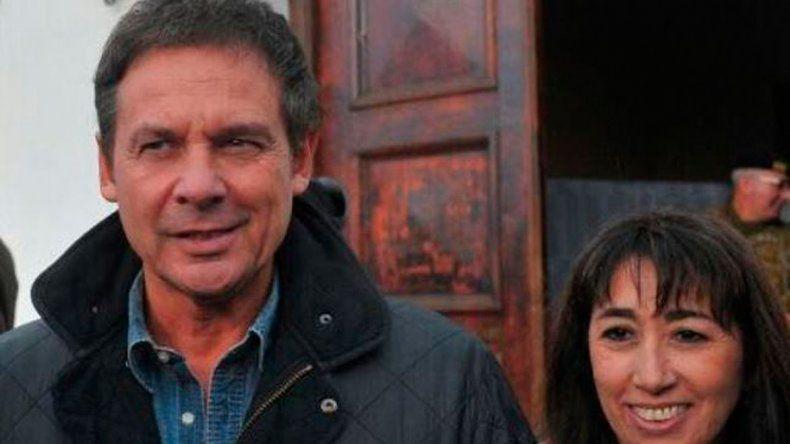 Eduardo Costa acudió el domingo a emitir su voto acompañado por Roxana Reyes