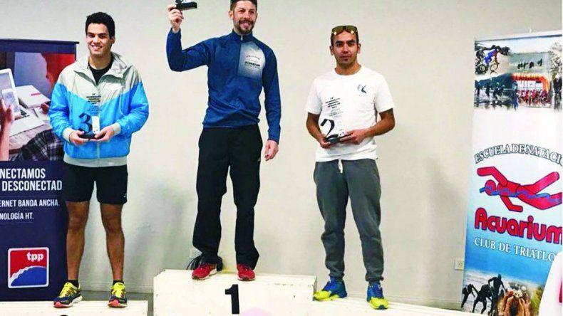 Nicolás Serer estuvo acompañado por Aldo Ferreyra y José Carrasco en el podio.
