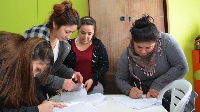 El municipio y Fundación Crecer firmaron un convenio para la capacitación de 11 personas. El objetivo es que puedan tener una salida laboral.