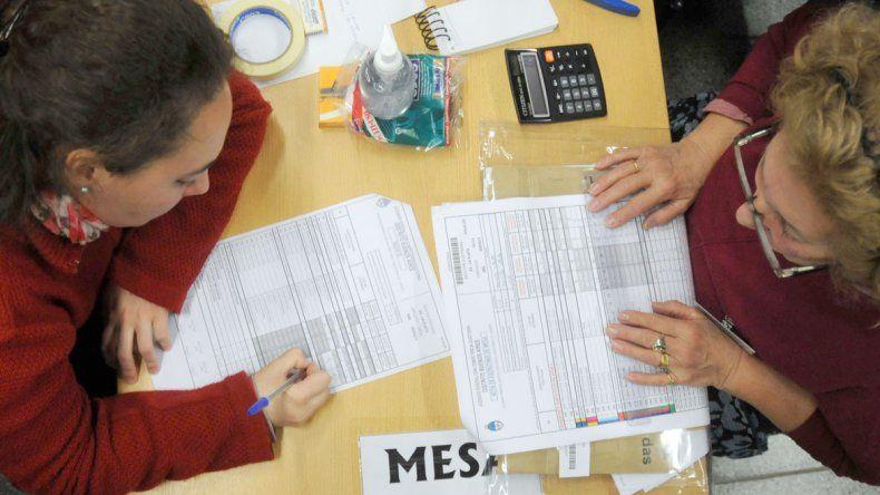 El escrutinio definitivo resolverá qué lista queda en el segundo lugar de las internas del PJ en Chubut.