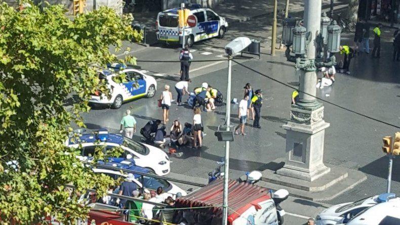 Una camioneta atropelló a varias personas en La Rambla de Barcelona