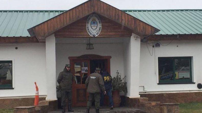 En busca de Santiago Maldonado volvieron a allanar al Escuadrón de Gendarmería de Esquel
