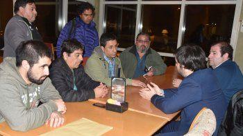 El coordinador nacional del Ministerio del Interior, Ignacio Torres, se reunió con los extrabajadores de Guilford para comenzar a trabajar en las jubilaciones anticipadas.
