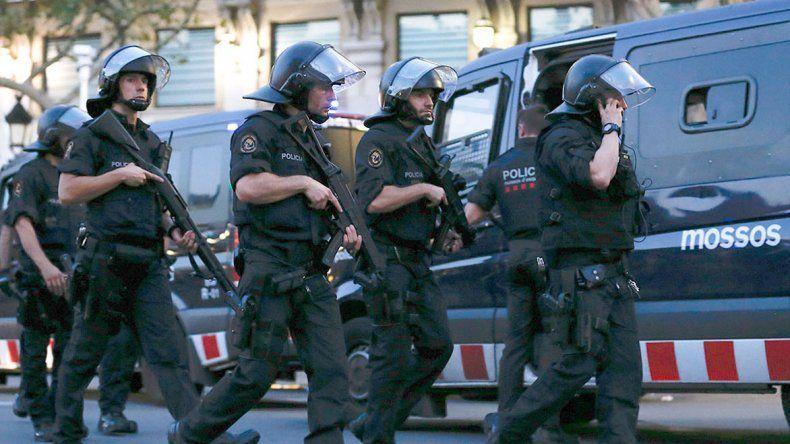 Los operativos de la policía española para dar con los sospechosos de haber colaborado con los ataques.