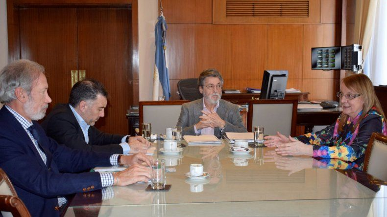 La gobernadora Alicia Kirchner y su ministro de la Producción